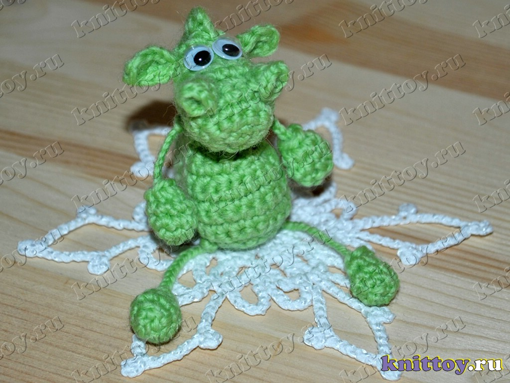 Вязаный брелок Дракончик. http://knittoy.ru/toys/keychaindragonphoto.html. http...